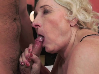 Old granny gives blowjob