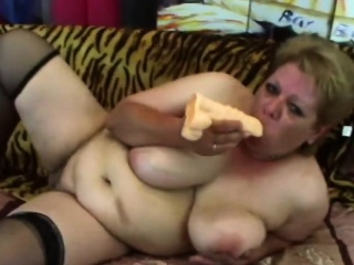 A slutty chubby granny fuck herself with a