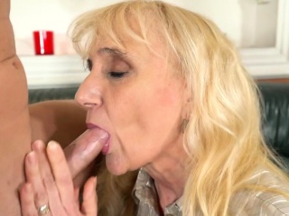 Jizzy mouthed gilf blows