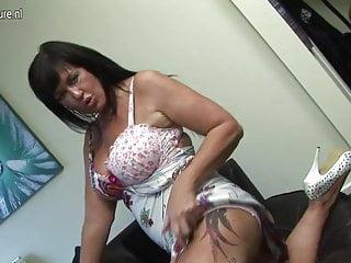 HOT British MILF gets her pussy soaking wet