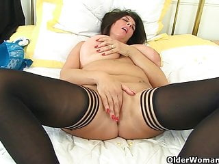 British milf Lulu and her big naturals
