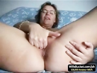 Mature wife finger fuck