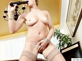 Real orgasm for hot mature mom