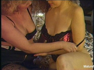 Sexy Older Lesbians Get Down Dirty Amateur Style - Mature'NDirty