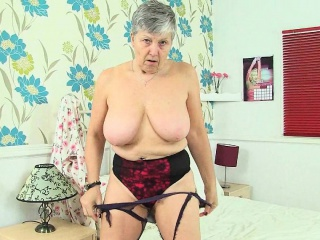 English grannies Savana and Zadi love a good dildo fuck