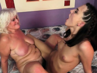 Hairy granny and les babe scissoring pussies