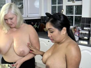Granny sucks in threeway