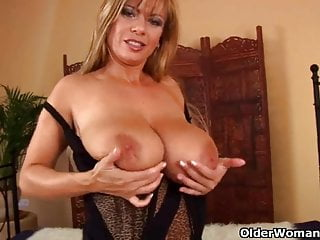 Mature lady with big tits gives her shaved pussy a treat