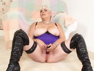English gilf Christina X fucks herself with a dildo