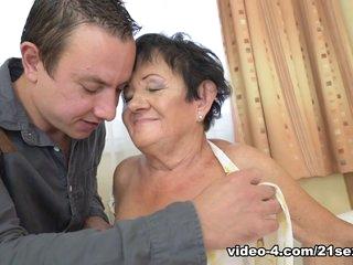 Hettie & Rob in Grandma Loves Fucking - 21Sextreme