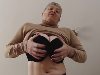 British granny Savana masturbating