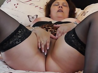 British mature BBW mom Tiger Cub fingering her pussy