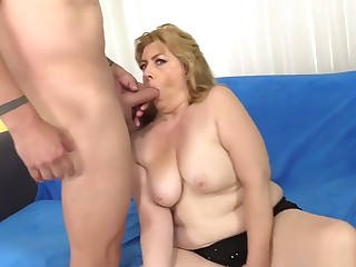 Older Slut Takes Cock In Cunt And Oral Cumshot