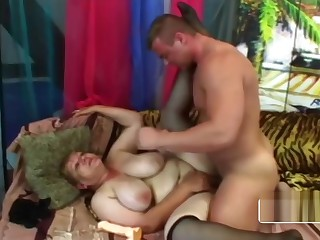 Young dude mastering a BBW granny cunt really good