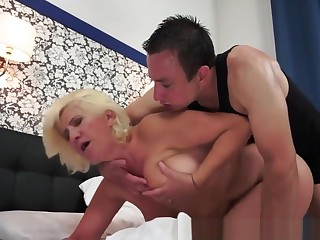 Pussylicked Grandma Gets Fucked On All Fours