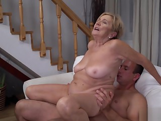 Sugar mommy Malya plays strip poker and got fucked