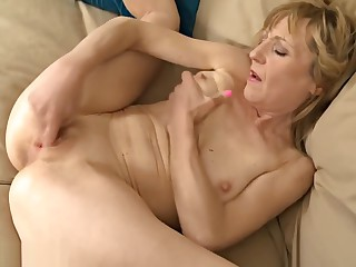 Fruity cougar playing