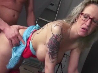 spectacled mature moms fuck boys like crazy