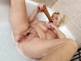 Over 60 grandma Renata dildos her hairy old cunt
